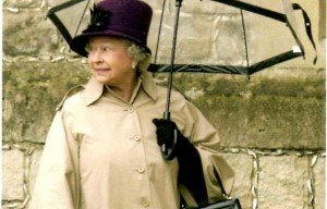 625x400xhm-the-queen-carrying-a-fulton-birdcage-umbrella.jpg.pagespeed.ic.EdOPnV_nY6