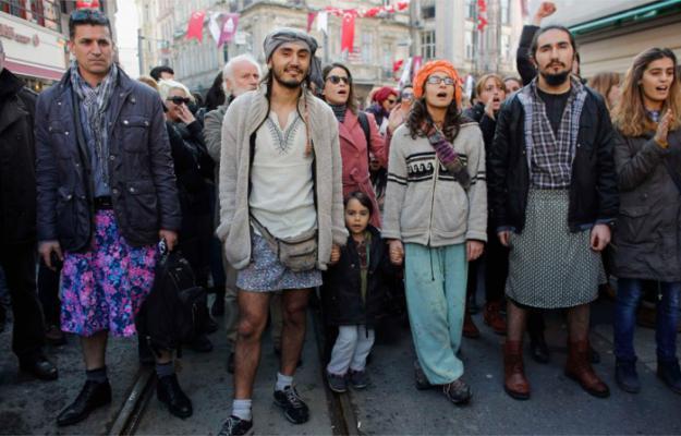 Protesta in gonnella