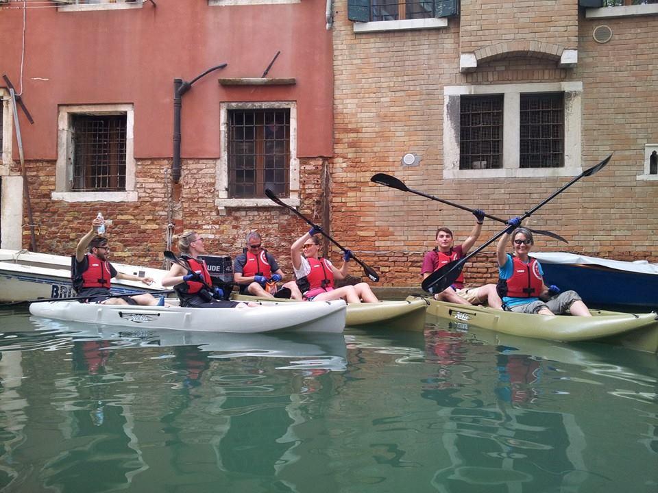 Venezia a ritmo di pagaia