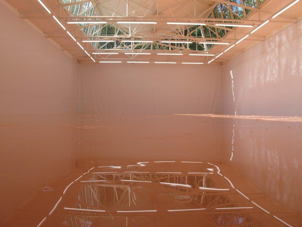 Una vasca che riproduce il colore della pelle del perfetto europeo del Nord.