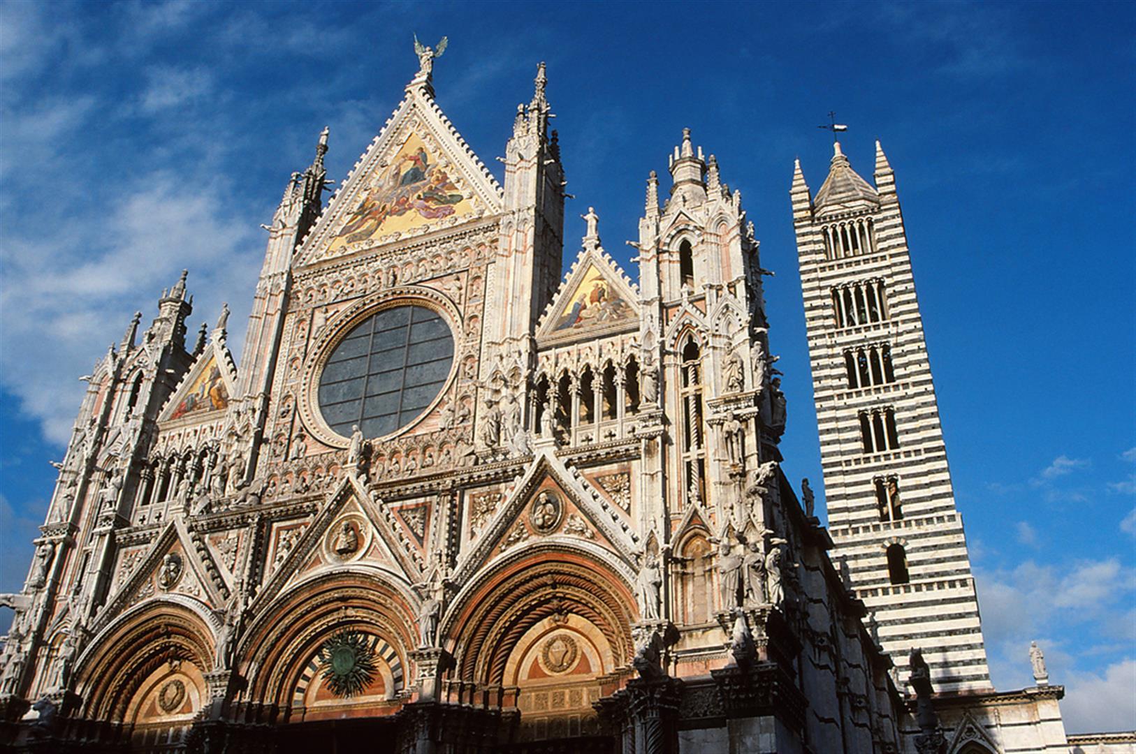 La Divina Bellezza a Siena, sulla facciata del Duomo