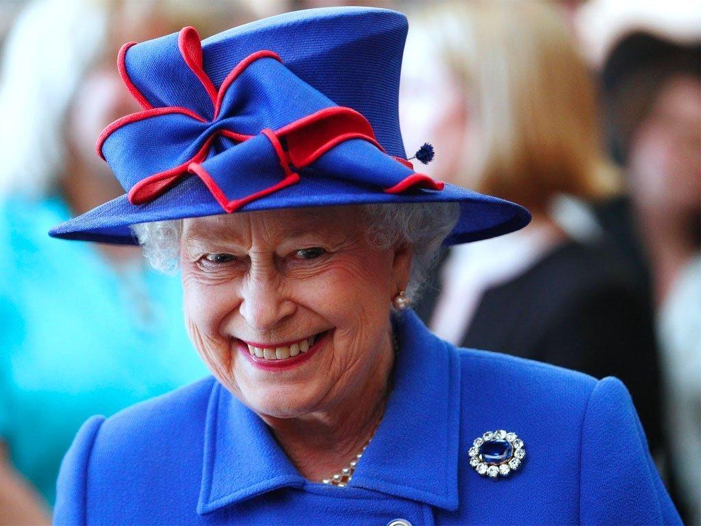 A proposito di donne toste, Elisabetta compie 90 anni.