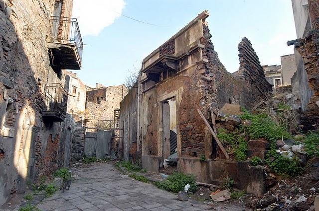 Un palazzo abbandonato a San Berillo (Catania)