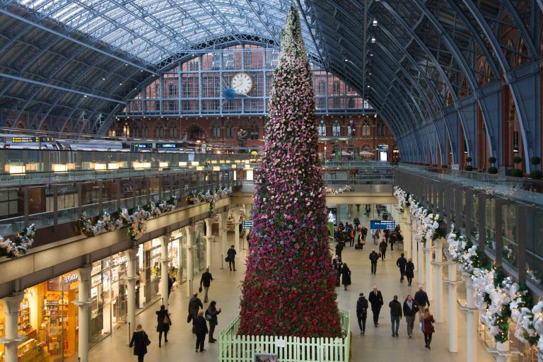 st-pancras-international-christmas-tree