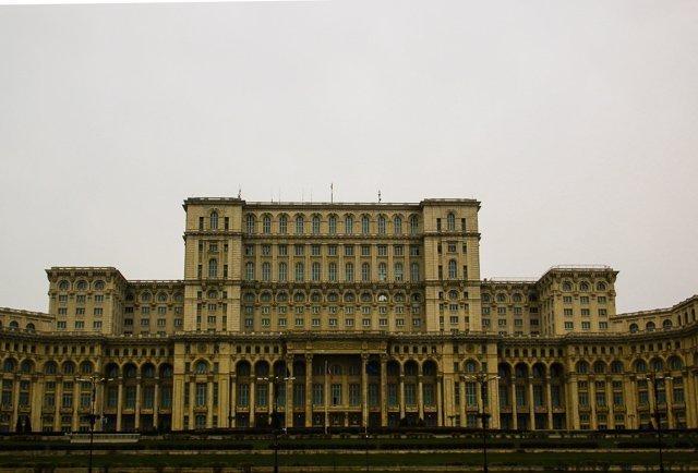 bucarest-palazzo-del-parlamento