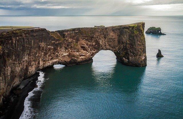 Dall'Islanda in giro per il mondo. Viaggiare ed essere pagate per farlo.