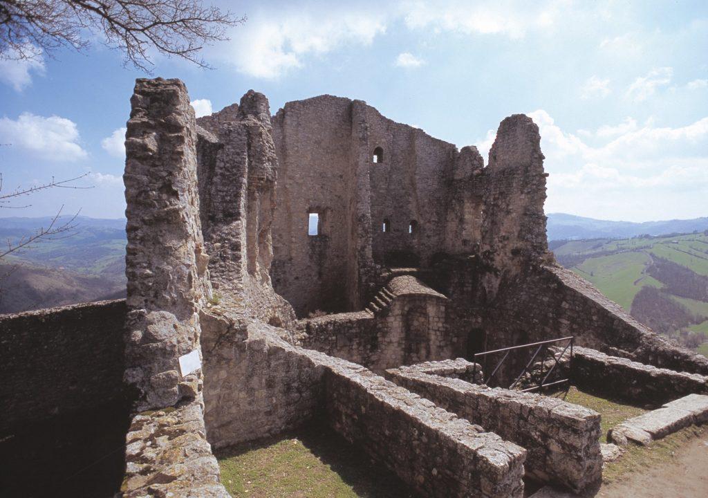 Canossa Castello di Rossena -castelli delle donne
