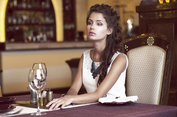 donna-cena-da-sola
