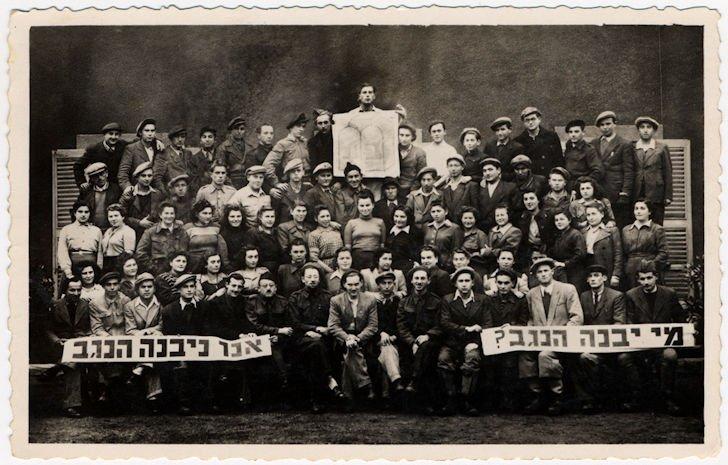 Foto di gruppo nel Kibbutz Mekor Baruch in Bacoli