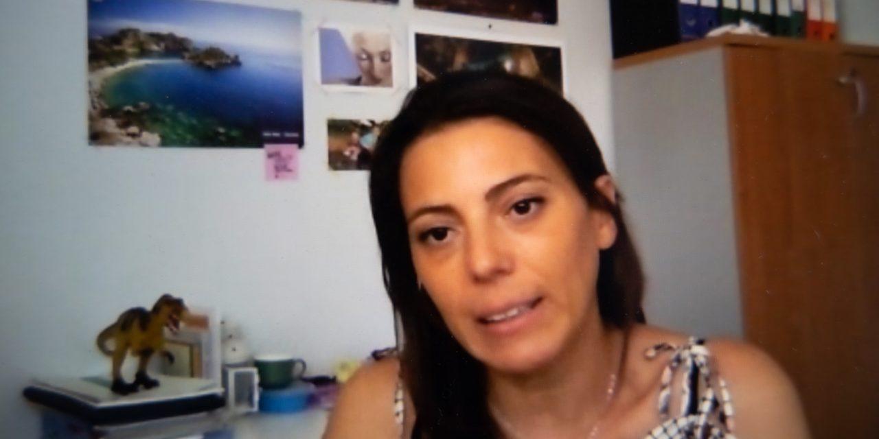 Alessandra Roveccio ha iniziato a suonare il pianoforte del figlio